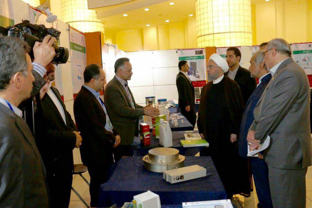 Rouhani visited the products of knowledge-based company Arya NanoSeez